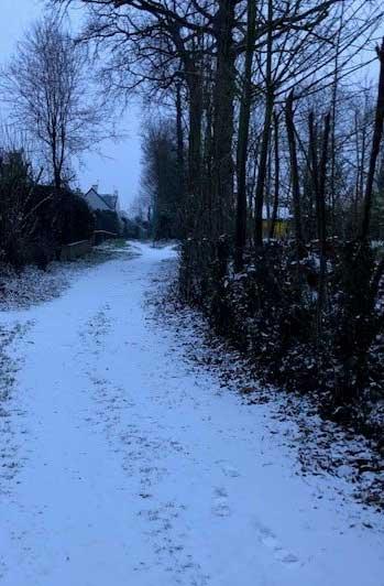 Une sentier enneigé à La Chapelle-des-Fougeretz