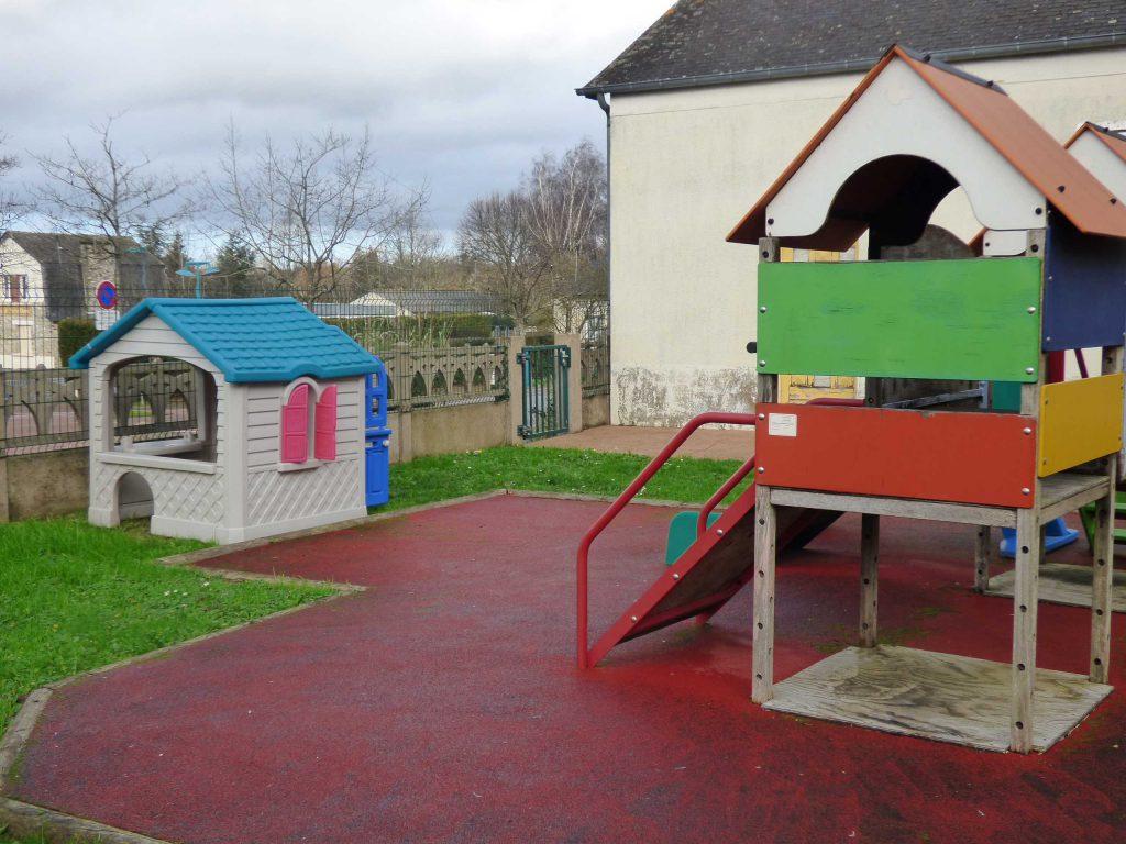 Espace jeux de la Halte-garderie Pinocchio à La Chapelle-des-Fougeretz