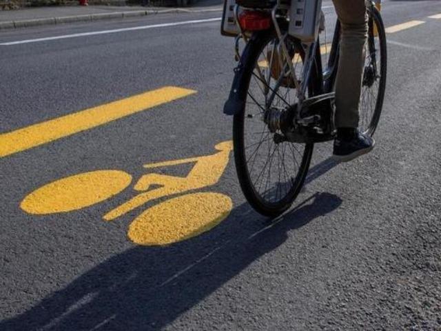 piste-cyclable-avec-vélo